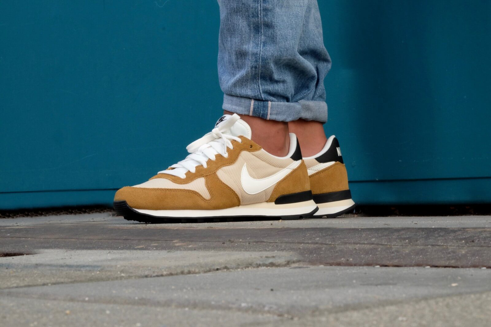 Nike Internationalist Vegas Gold Sail Rocky Tan 828041 701