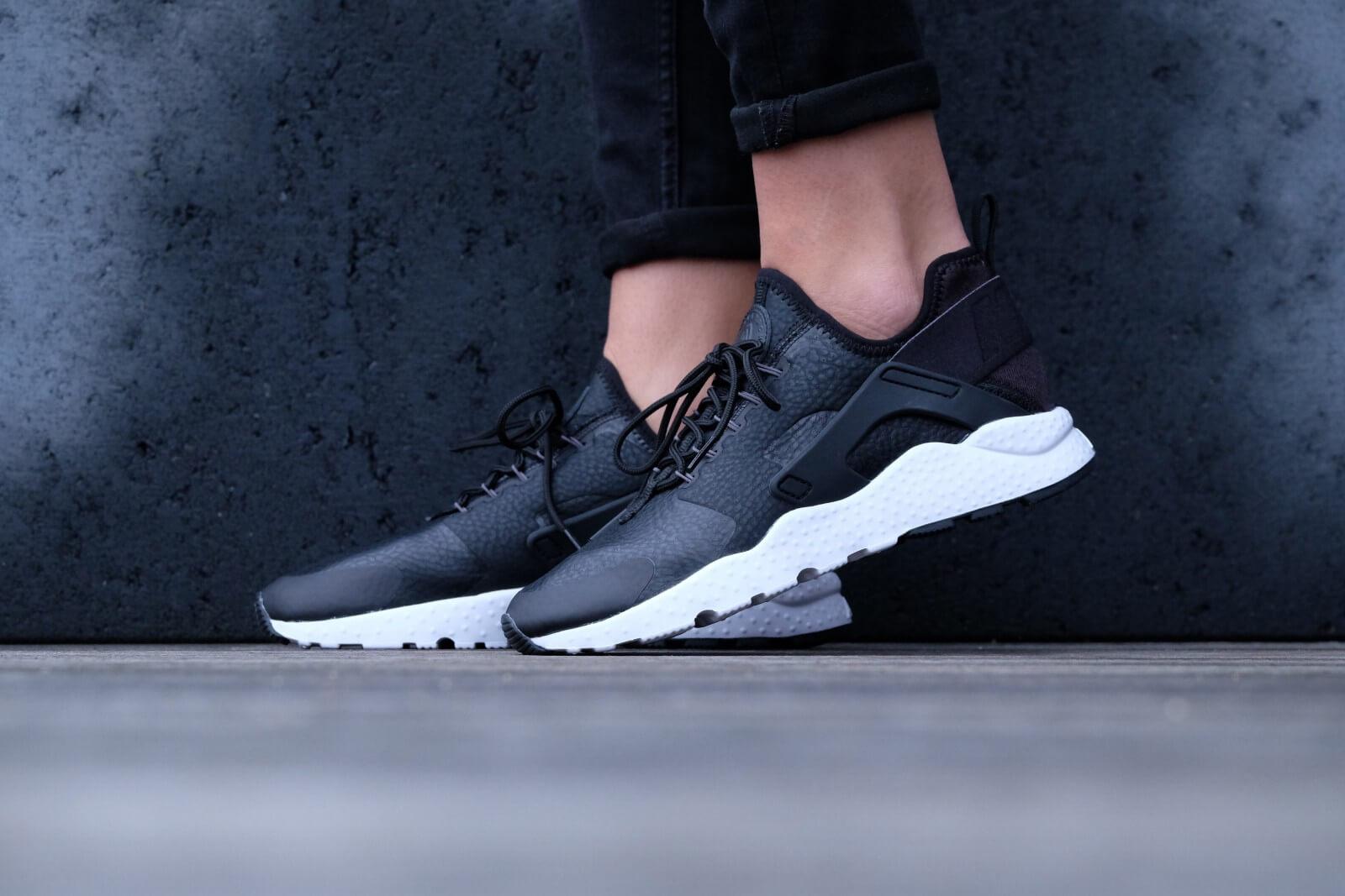 Huarache Grey Premium 859511 Run Nike Air 001 Ultra Wmns Blackdark q0EBaWwO e3298e159d48