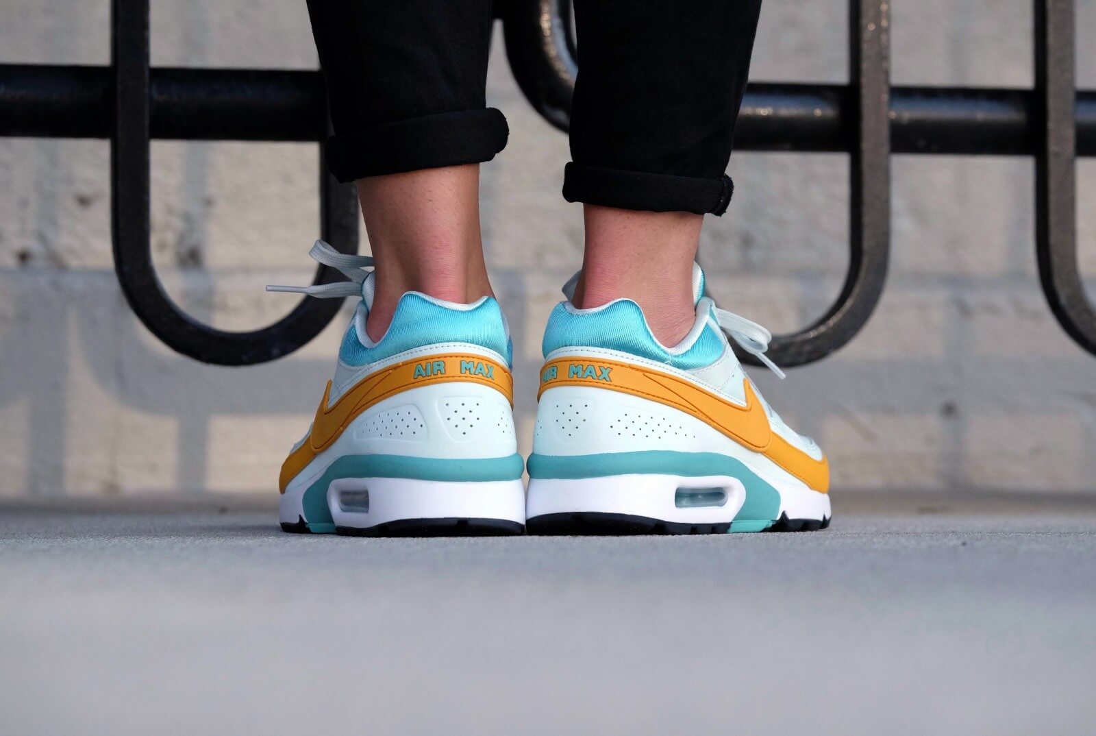 Nike Wmns Air Max BW Barely GreenGold Leaf 821956 300