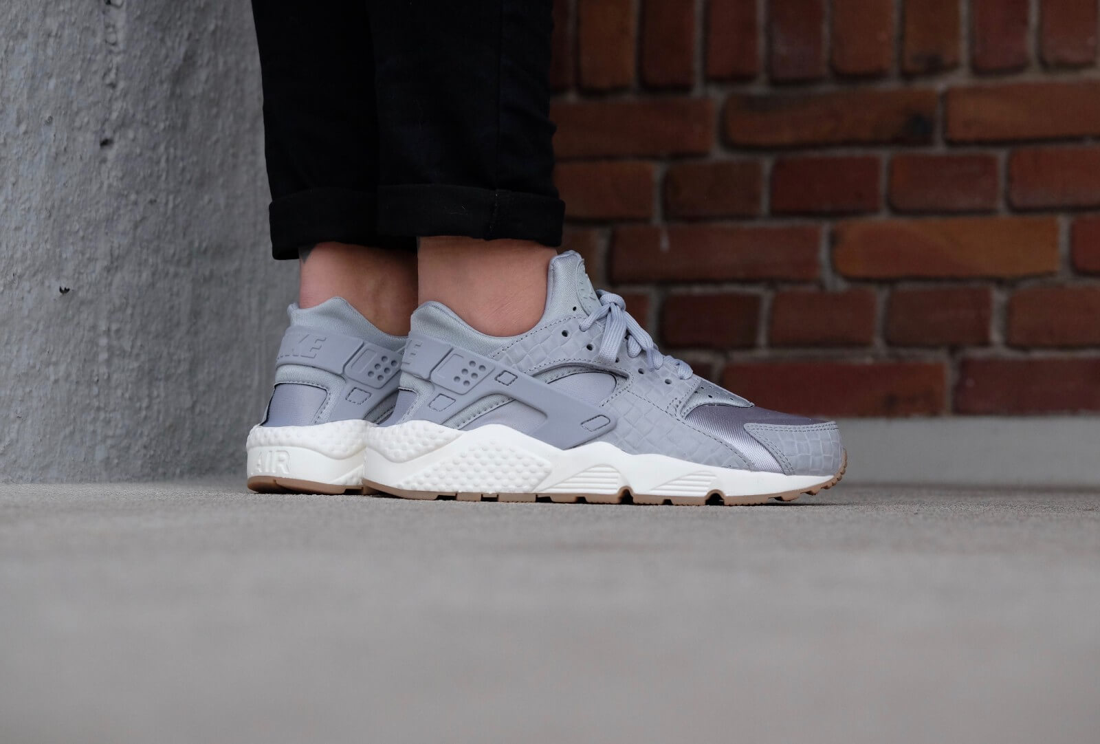 Nike WMNS Air Huarache Run PRM Wolf greywolf grey sail gum med brown 683818 012