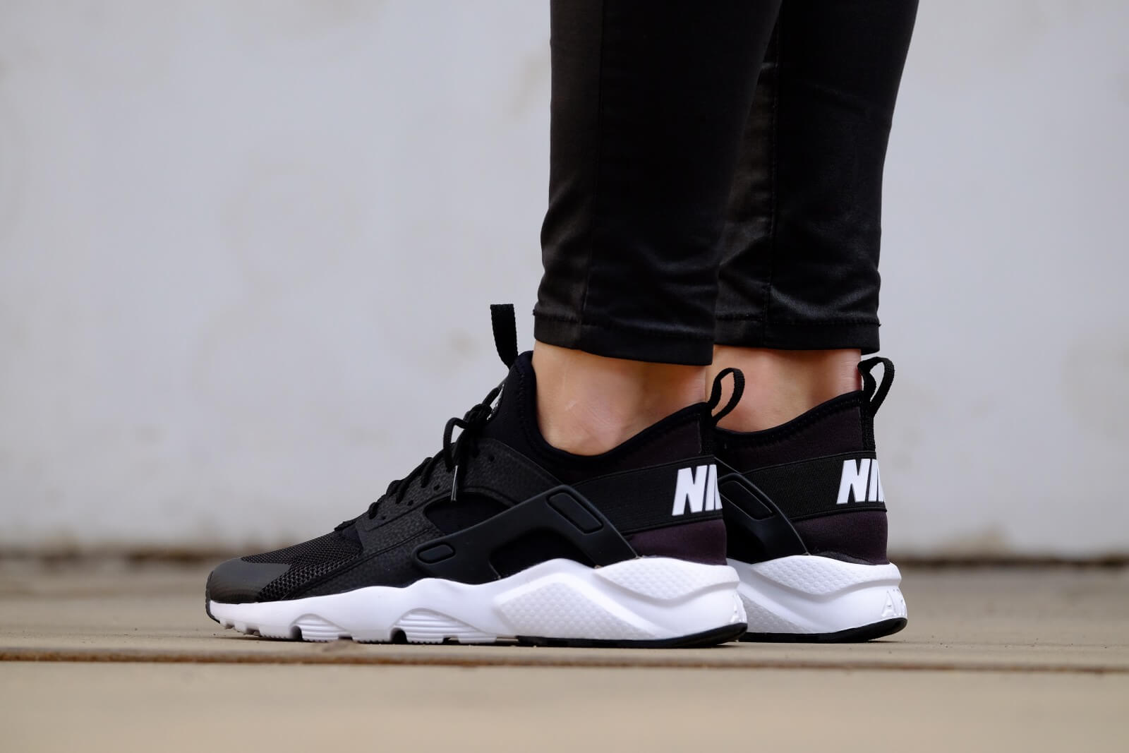 Nike Air Huarache Run Ultra GS Black/ White