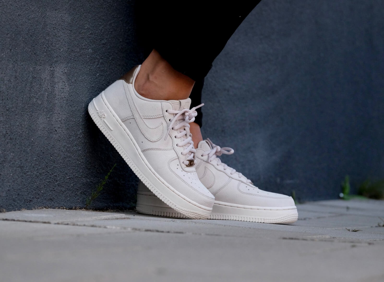 Nike WMNS Air Force 1 '07 PRM Grijs Sneaker District