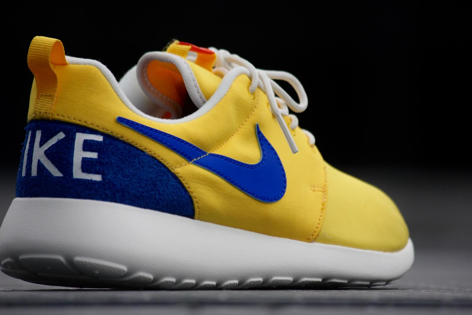 Nike Roshe One Retro Varsity Maize Racer Blue Sail 819881 741
