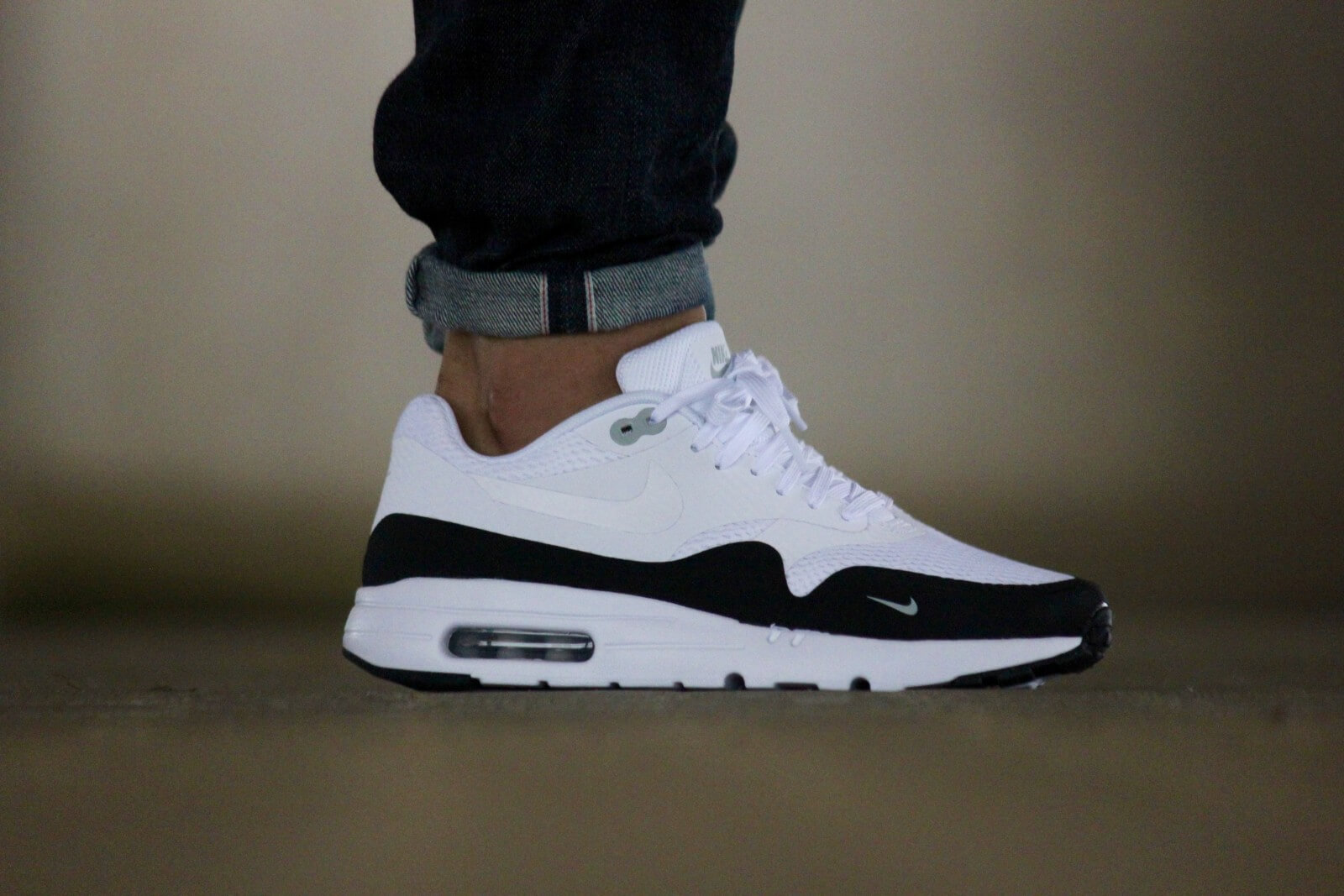Nike Air Max 1 Ultra Essential White/Black/Wolf Grey