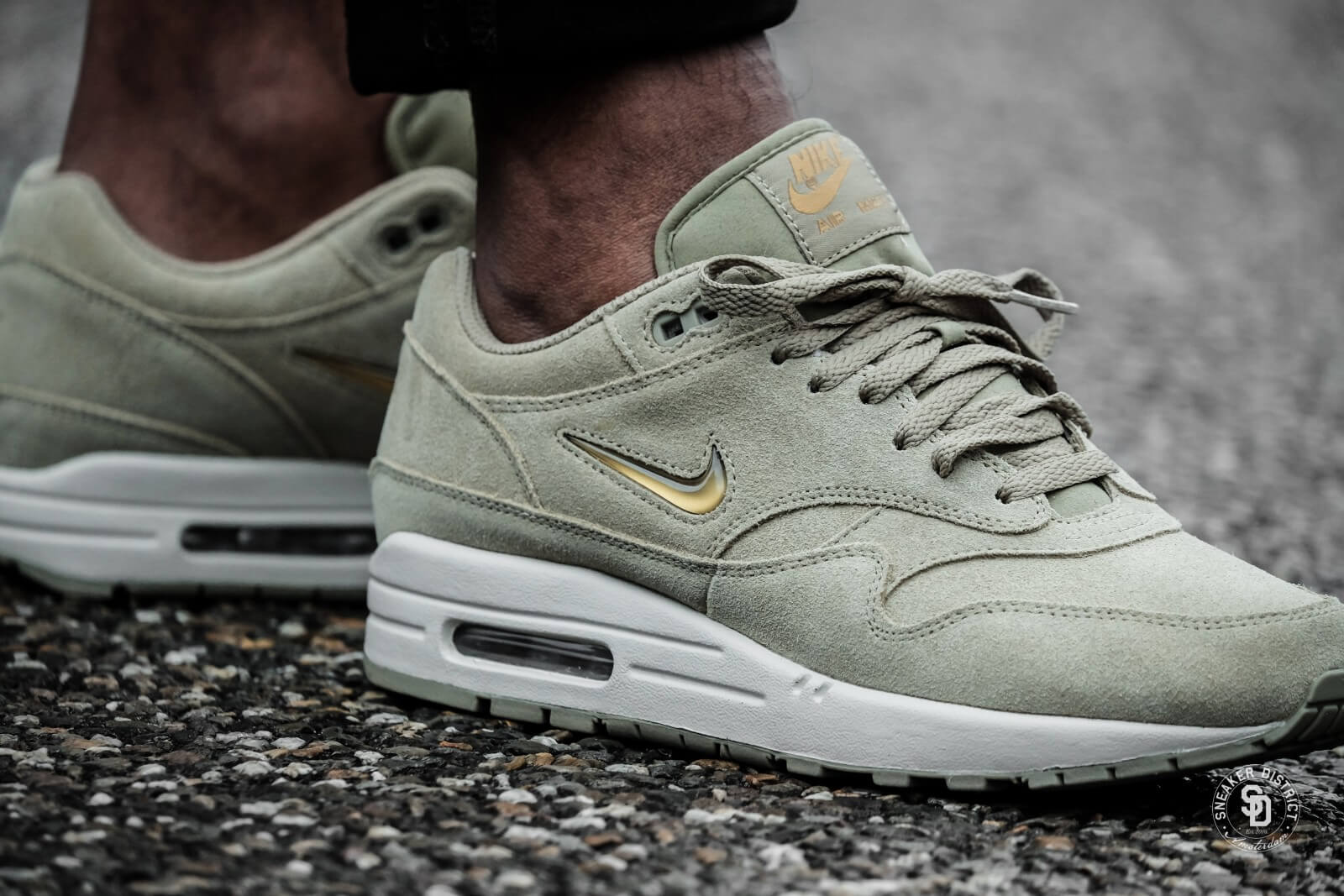 pretty nice 03621 815fc ... where can i buy nike air max 1 premium sc jewel neutral olive metallic  gold 710e5