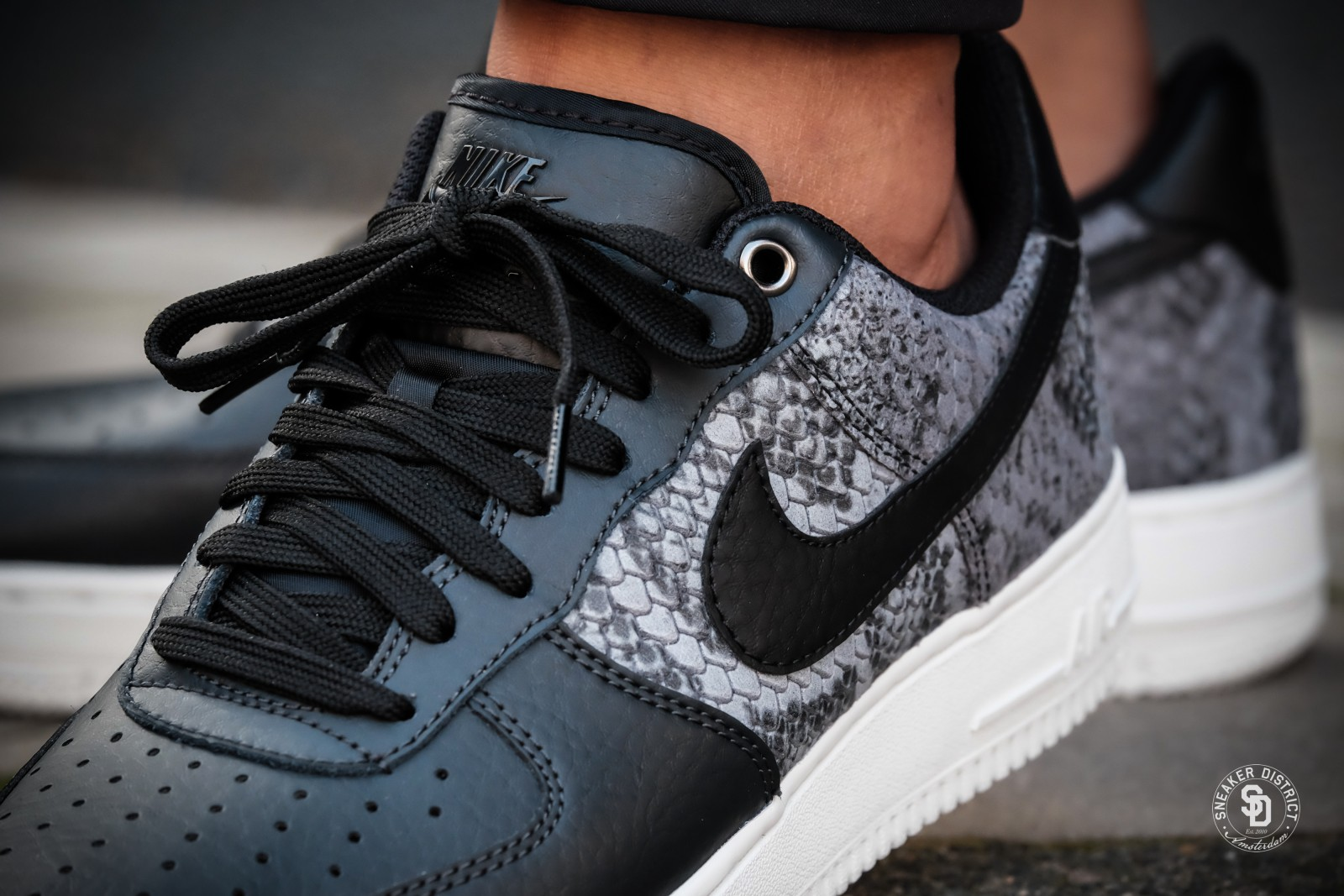 Nike '07 Air Force 1 '07 Nike LV8 Anthracite Noir Summit White 823511 003 be9f28