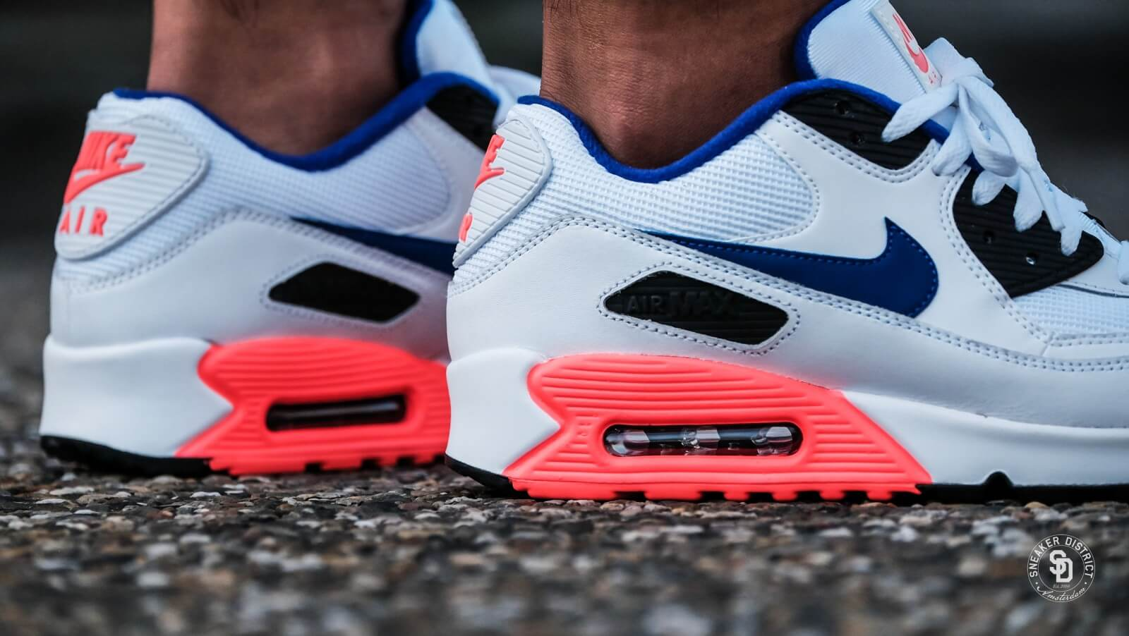 nike air max 90 essential white ultramarine solar red. Black Bedroom Furniture Sets. Home Design Ideas