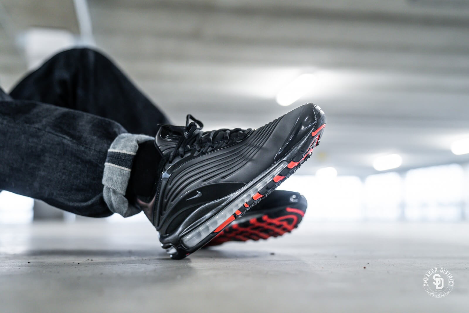Nike Air Max Deluxe SE BlackAnthraciteBright Crimson AO8284 001