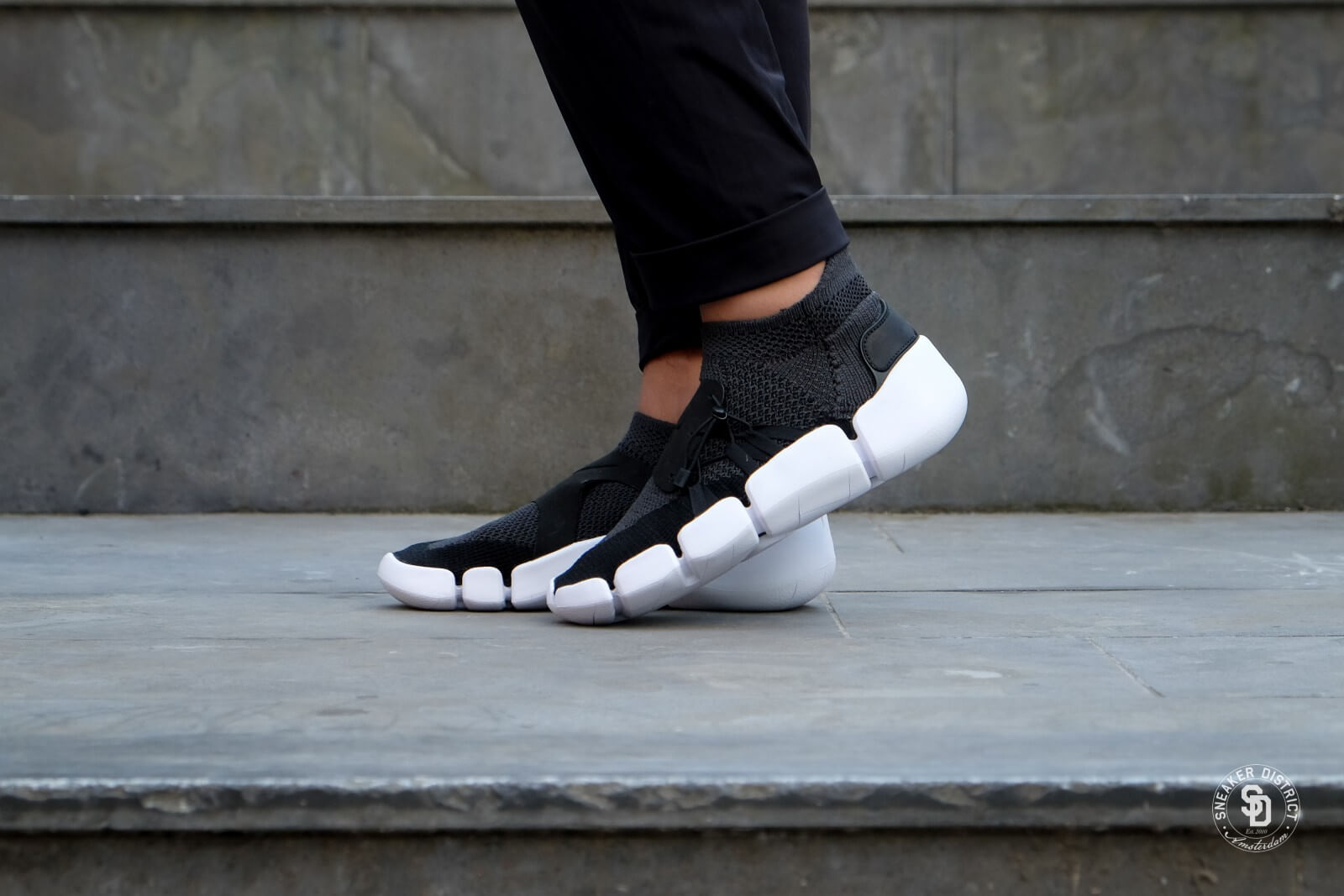Nike Footscape Flyknit DM BlackAnthracite White AO2611 005