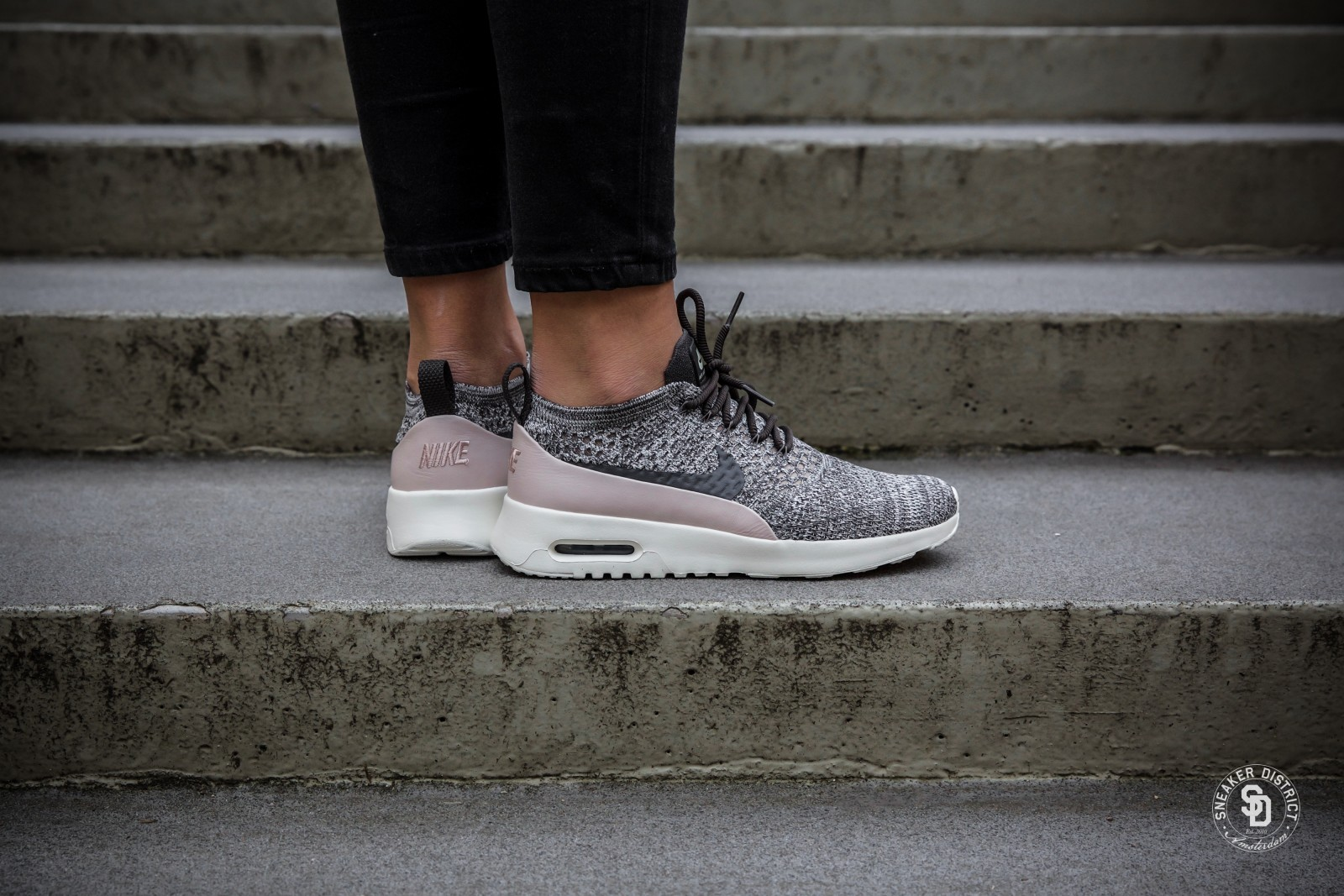 451810bb5e78 ... czech nike wmns air max thea ultra flyknit midnight fog silt red sail  c5e28 6de09