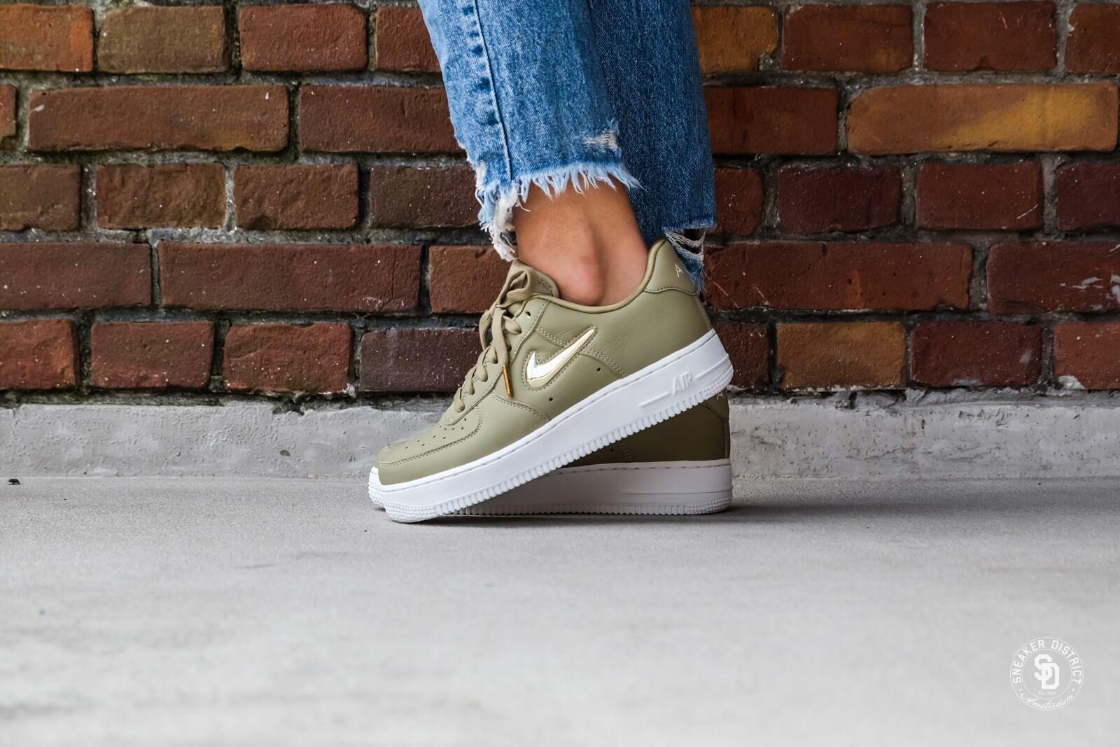 Nike Women's Air Force 1 '07 Premium LX