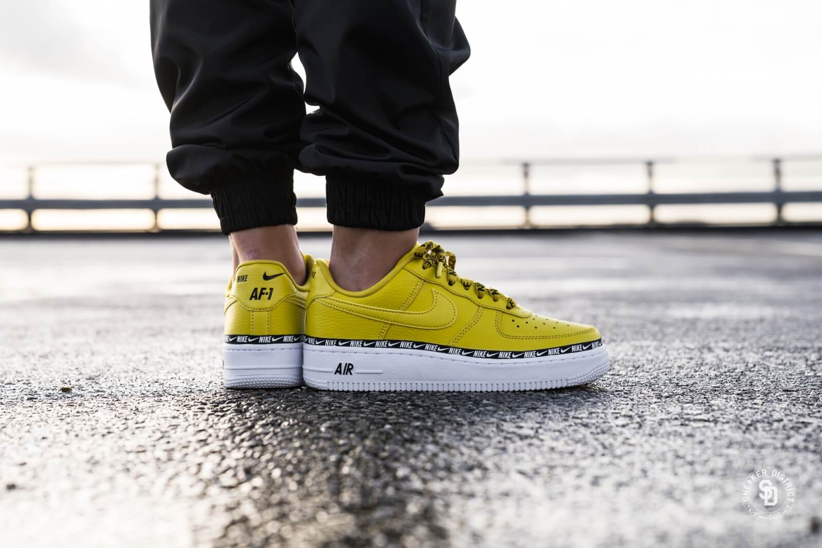 Nike Wmns Air Force 1 07 Se AA0287-300 Outdoor Green/outdoor