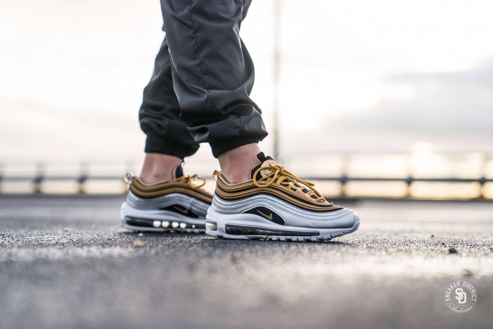 nike air max 97 se metallic gold metallic gold