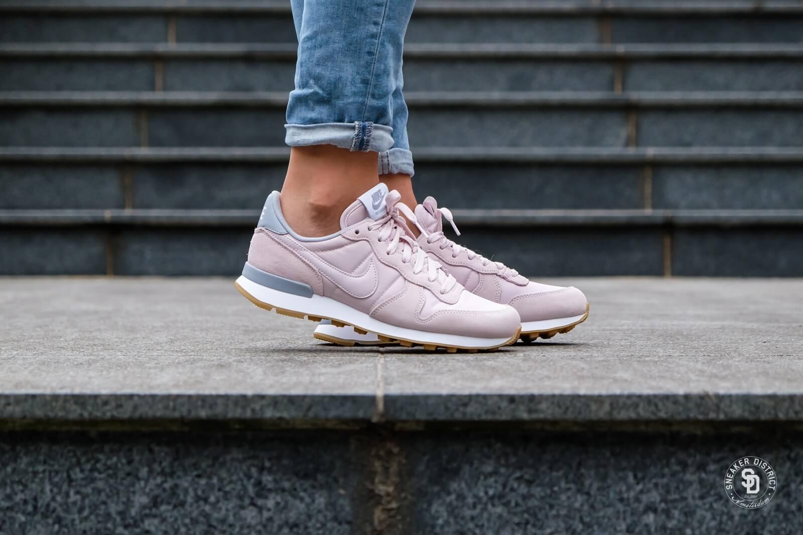 basket nike internationalist femme rose gris,Chaussures NIKE
