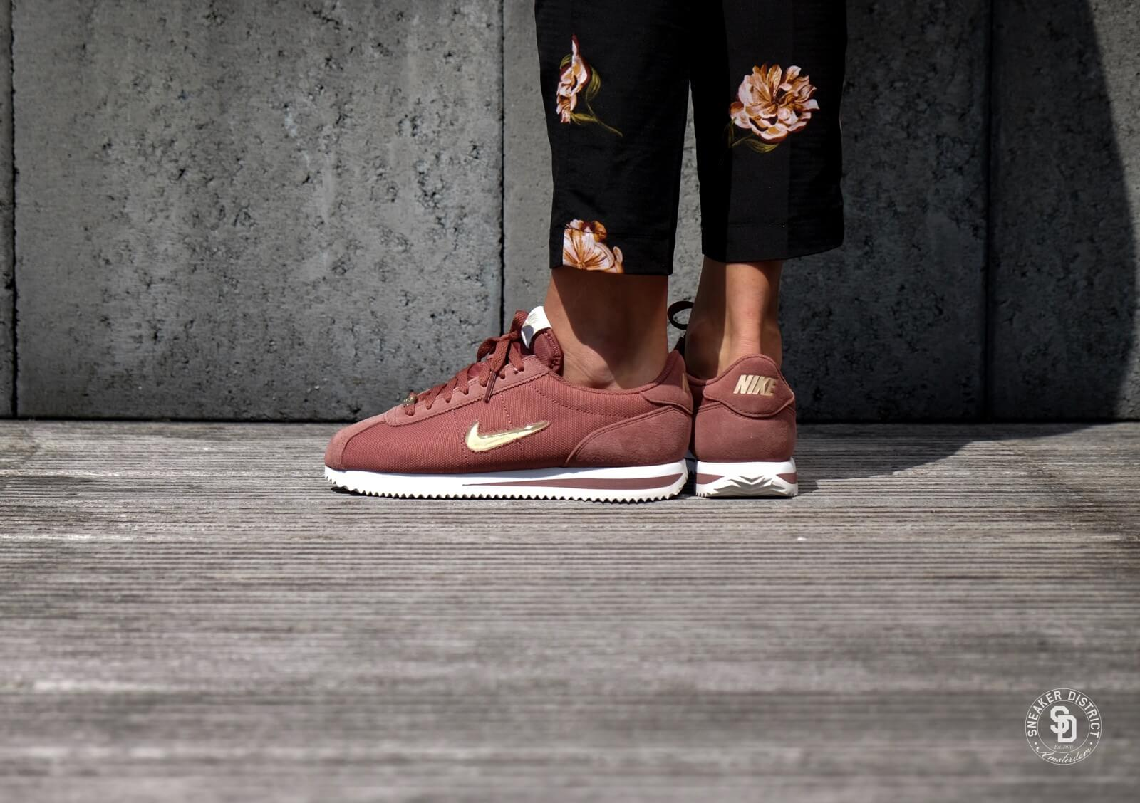 designer fashion fcd83 e7246  18 Jewel Cortez Basic Red Star Nike Women s SepiaMetallic Gold U1gwTI