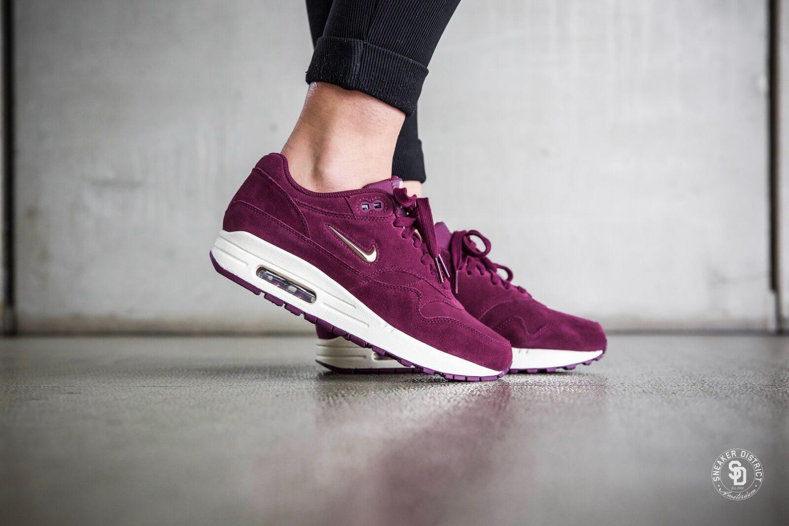 Nike Women's Air Max 1 Premium SC Jewel Bordeaux/Blur-Bio Beige