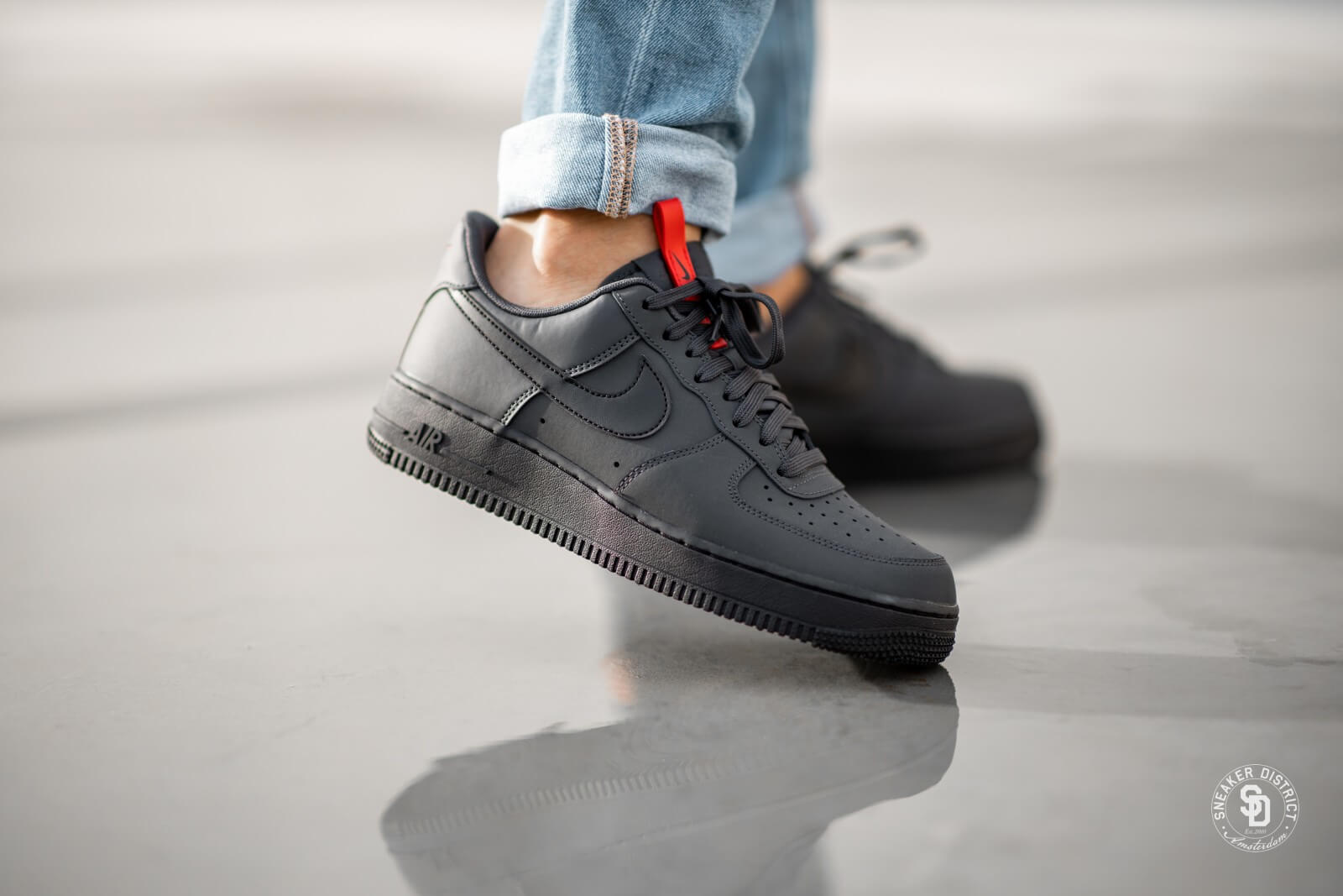 Nike Air Force 1 '07 AnthraciteBlack University Red