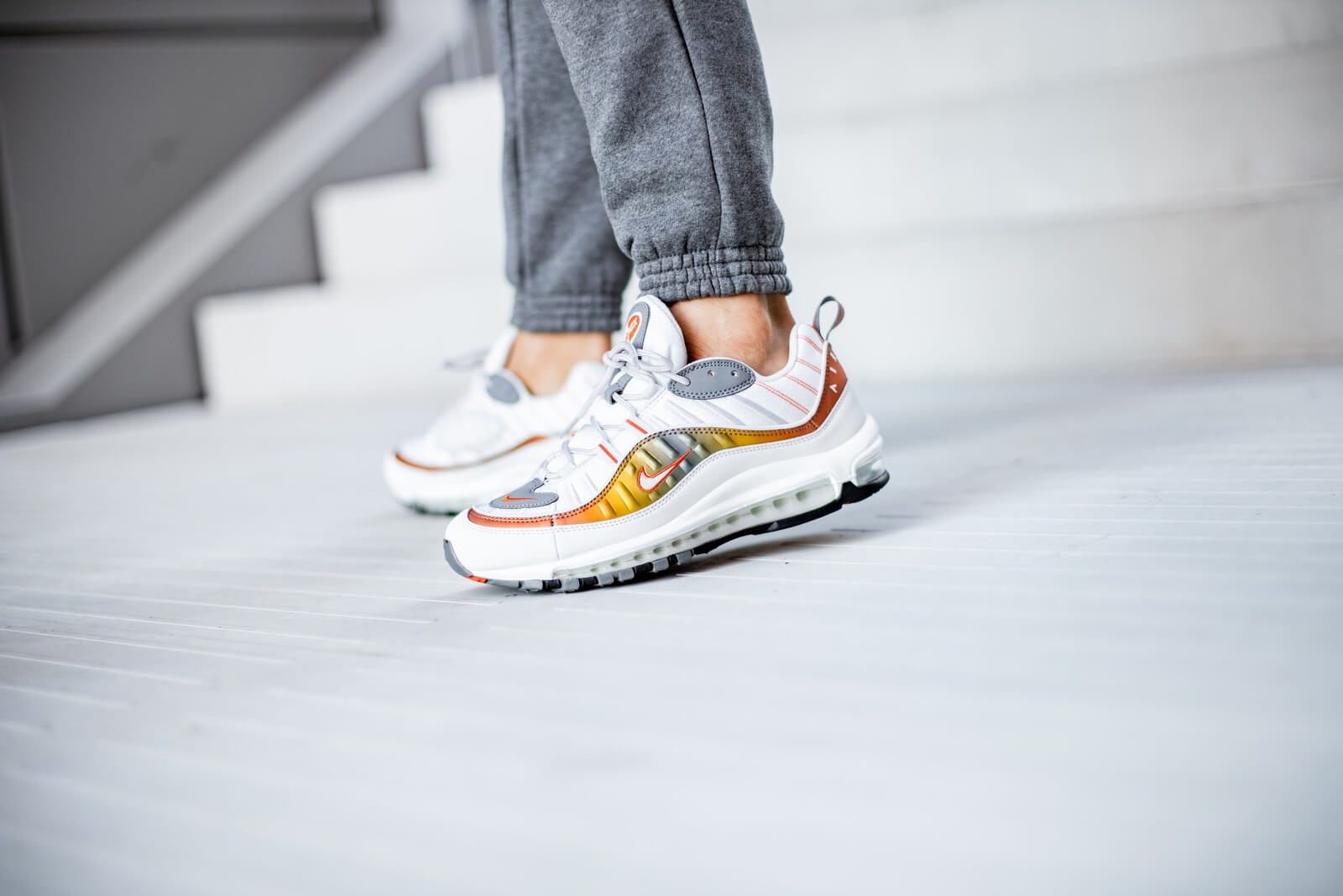 Nike Air Max 98 SE Vast GreyTeam Orange CD0132 002