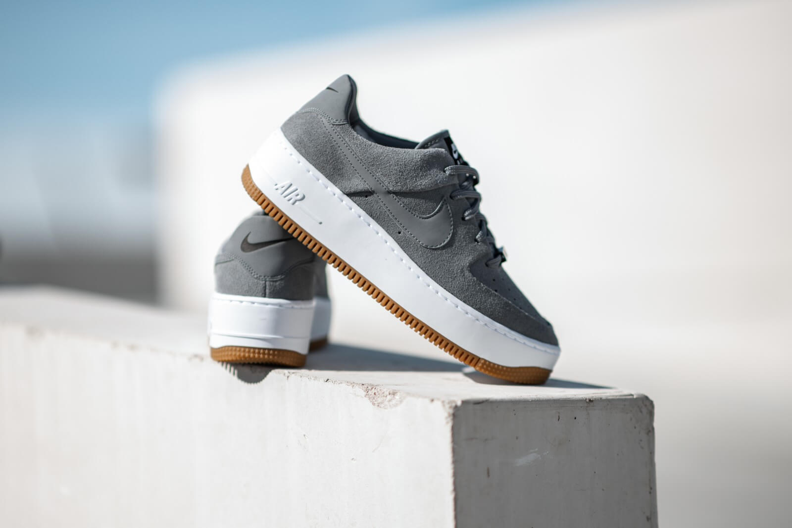 nike air force 1 sage low femme grise