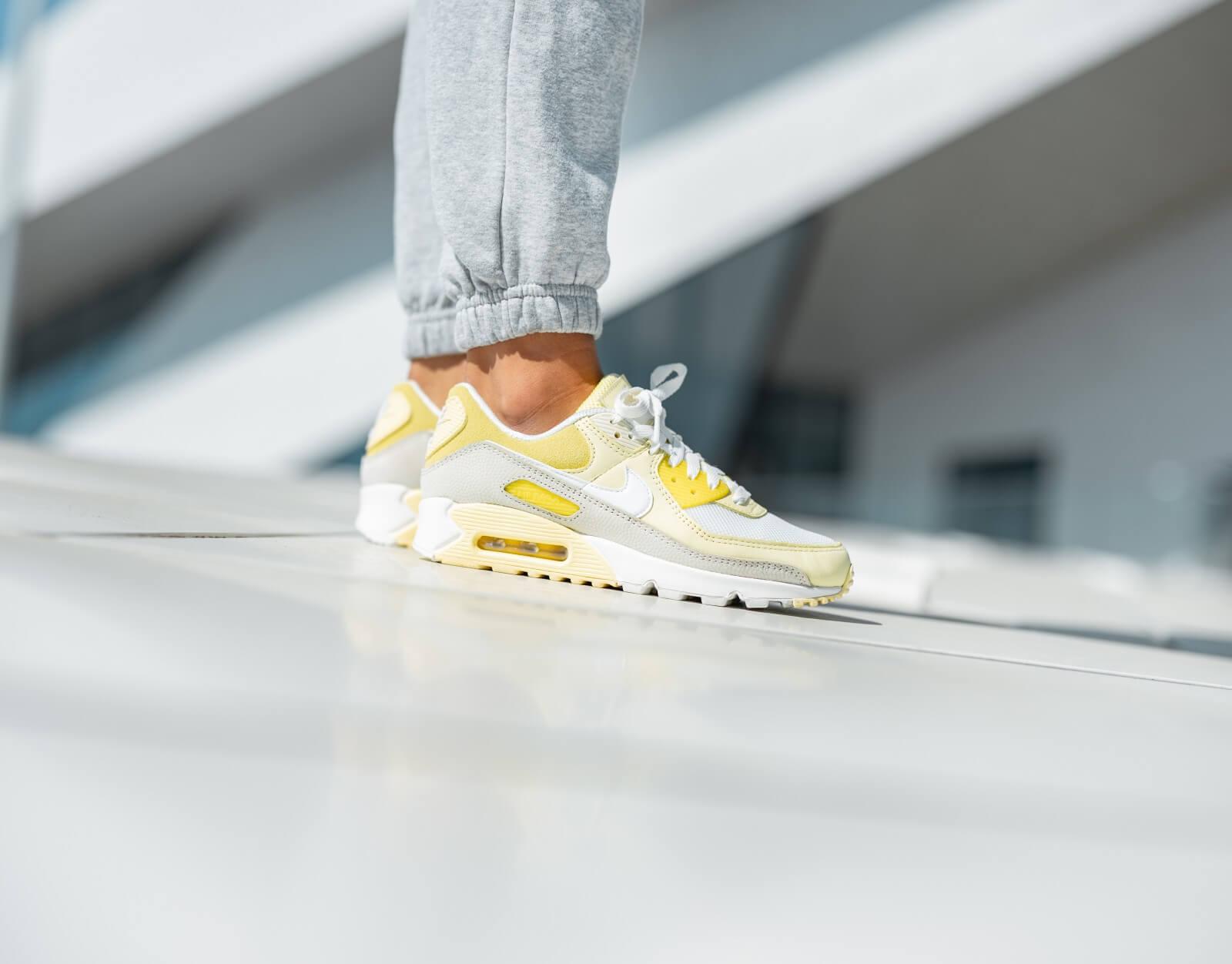 Nike Women's Air Max 90 Opti Yellow/White-Fossil