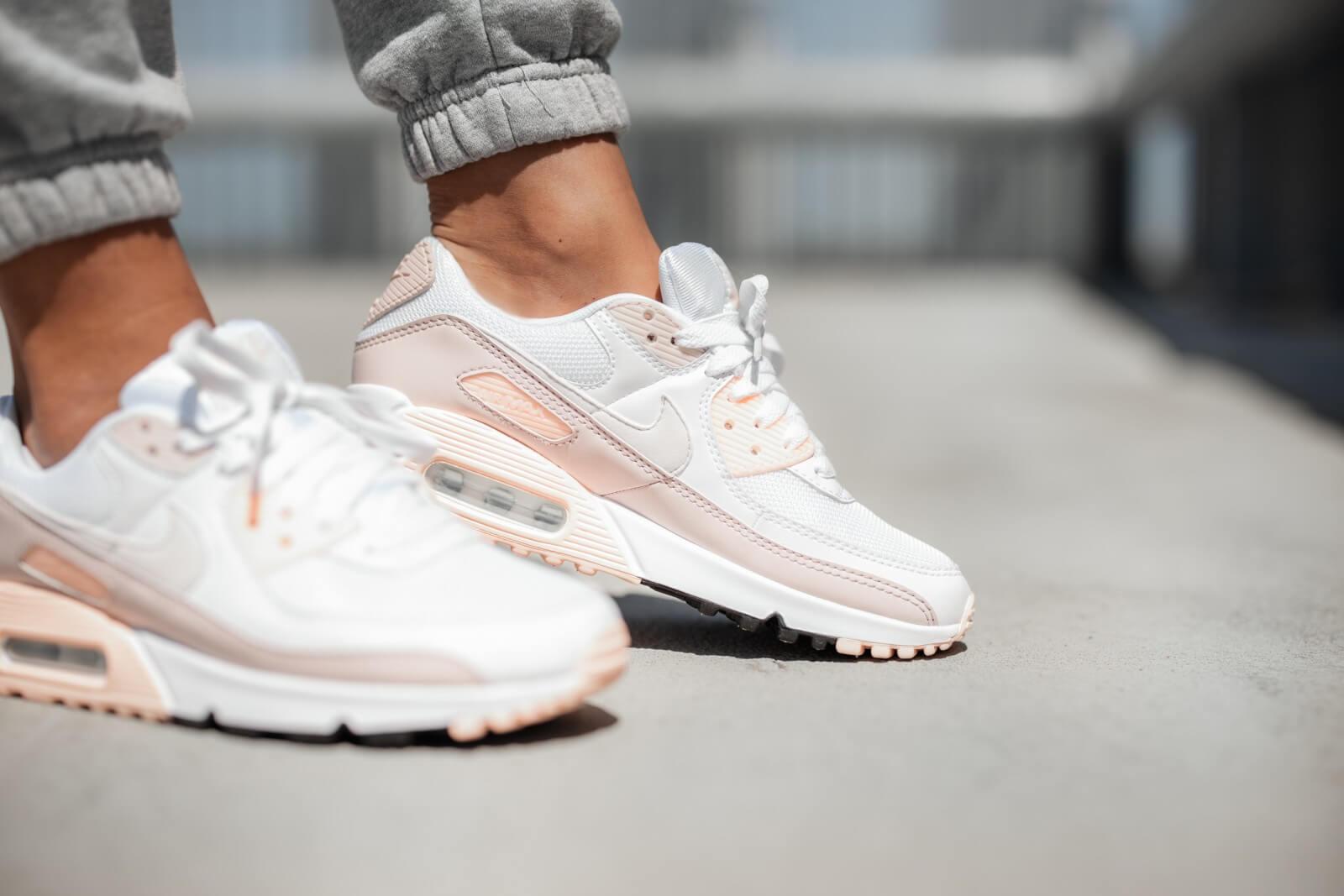 Nike Women's Air Max 90 White/Platinum Tint-Barely Rose
