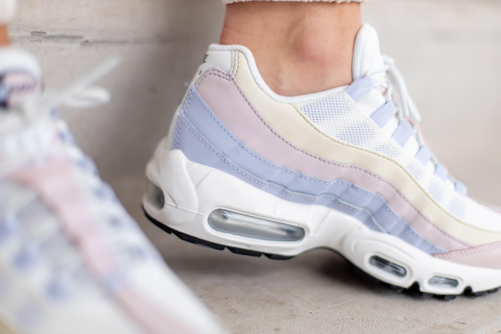 Nike Women's Air Max 95 Ghost Pastel Ghost/Black-Barely Rose