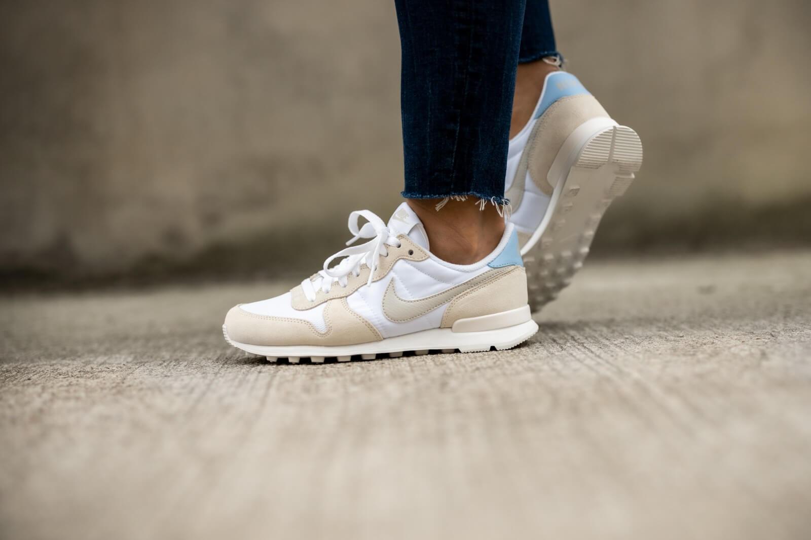 Nike Women's Internationalist White/Light Bone-Pale Ivory-Summit White