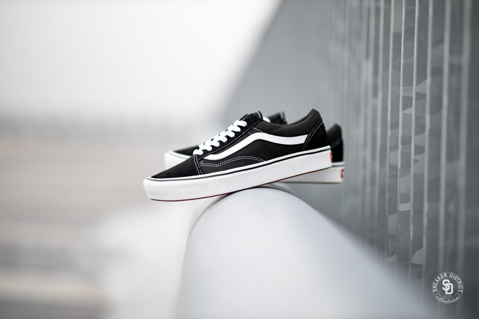 Vans Comfycush Old Skool BlackTrue White VN0A3WMAVNE1